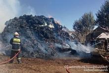 В селе Покрашен сгорело около 2500 тюков сена