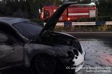 Вспыхнул пожар в автомобиле