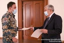 Министр по ЧС вручил почетные грамоты от имени коменданта РА