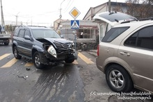 Cars collided: there was a casualty