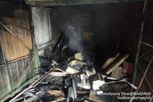 Сгорели деревянные конструкции крыши гаража