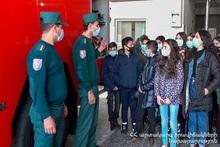 Школьники ознакомились с рабочей рутиной пожарных-спасателей