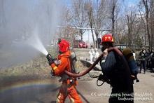 Учение по теме «Организация и проведение пожаротушительных работ» в школе N100 города Ереван