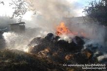 В селе Баграташен сгорели тюки сена