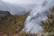 Работы по пожаротушению на территории национального парка «Аревик» продолжаются