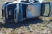 Автомобиль выехал за пределы проезжей части дороги и перевернулся набок