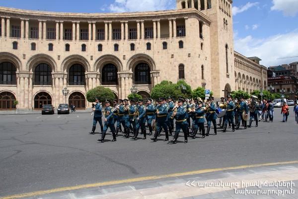 В Армении состоялось праздничное шествие пожарно-спасательных сил